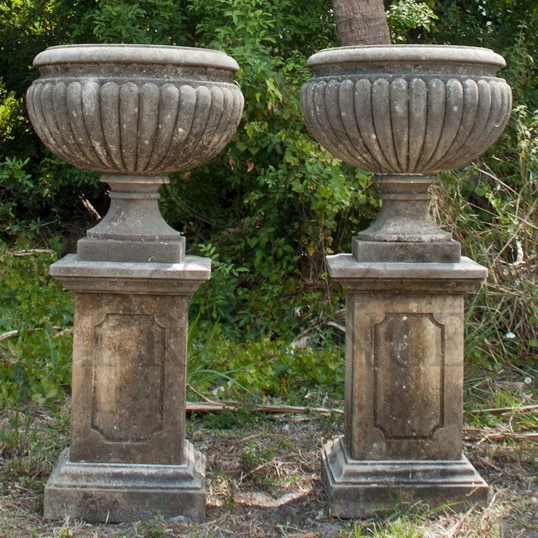 Pair of Ciotole Fioriere Urns